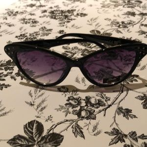 Accessories - NEW Giselle Cat Eye Collection Sunglasses 🕶